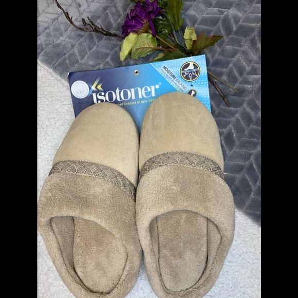 NWT Ladies Isotoner House shoes
